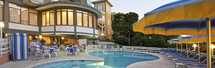 Residence torretta residence 3 stelle cattolica - Residence cattolica con piscina ...