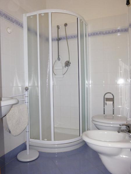Appartamenti d 39 annunzio gabicce mare for Bagno d annunzio