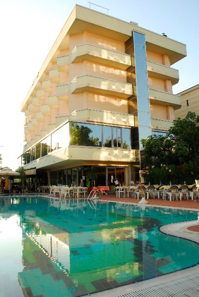 Hotel residence madison cattolica - Residence cattolica con piscina ...